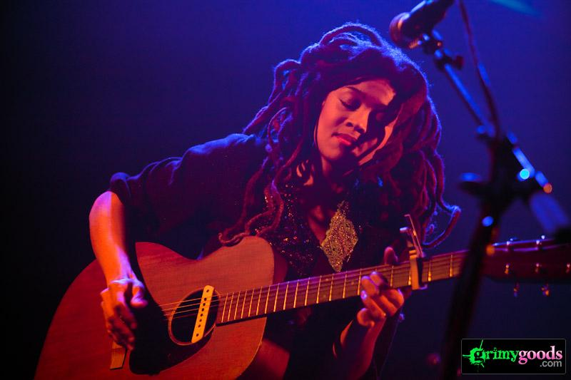 Valerie June live photos