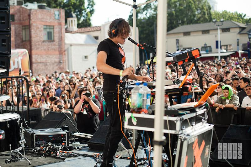 Robert DeLong photos live