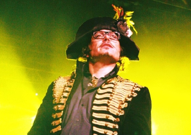 Adam_Ant_2011_Guilfest_Festival_photo_1g